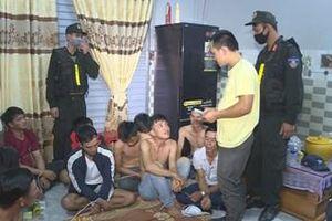 Vây bắt 32 đối tượng đánh bạc quy mô lớn ở Đắk Lắk