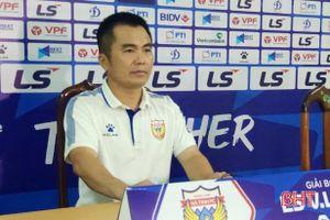 HLV Phạm Minh Đức: Hà Tĩnh sẽ phải đá nhóm 8 đội tranh suất trụ hạng