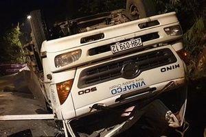 Trên đường về nhà, hai nữ sinh bị xe tải tông tử vong