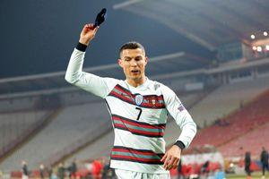 Chiếc băng đội trưởng bỏ đi của Ronaldo có giá 75.000 USD