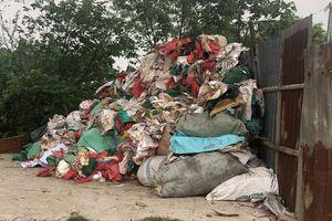 Hàng trăm hộ dân xã Phụng Thượng (huyện Phúc Thọ) sống chung với ô nhiễm