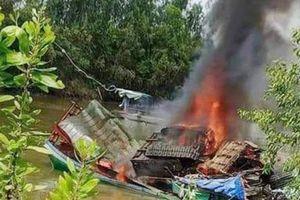 Long An: Phà bốc cháy ngùn ngụt sau tiếng nổ lớn, 3 người thương vong
