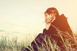 'Em mệt rồi không nói nổi lời yêu'