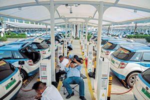 Ô tô điện: Cuộc đua khốc liệt Mỹ - Trung