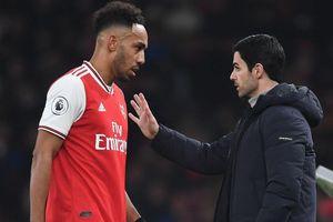 HLV Arsenal thất vọng với học trò sau trận thua thảm Liverpool