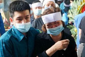 Vụ cháy 4 người tử vong ở Tôn Đức Thắng: Hàng trăm người không tên xót xa đưa tiễn