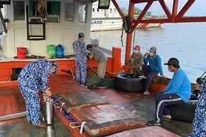 Bắt quả tang tàu chở 60.000 lít dầu DO không rõ nguồn gốc