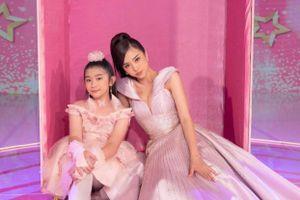 Á hậu Thúy An hóa thân thành búp bê Barbie khi chấm thi 'Siêu mẫu nhí'