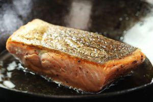 Cách làm cá hồi áp chảo ngon