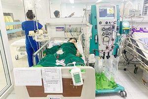 Bé trai bị tổn thương phổi nặng do đuối nước