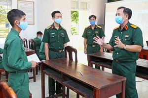 Tạo nguồn, bồi dưỡng để sĩ quan trẻ phát triển
