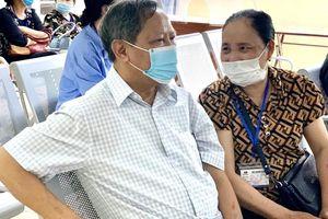 Chồng 15 năm điều trị ung thư phổi động viên vợ chữa trị ung thư vú