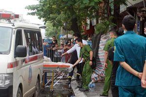 Vụ cháy bốn người tử vong ở Hà Nội: Thi thể hai mẹ con ôm nhau dưới đống hàng