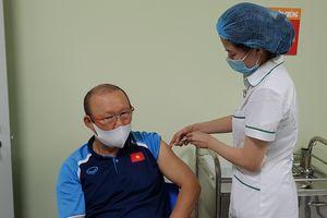 Hình ảnh đầu tiên HLV Park Hang Seo sau khi tiêm vắc xin COVID-19