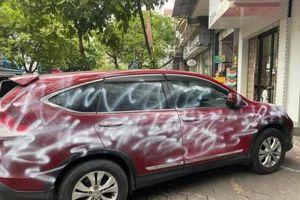Vụ xe Honda CR-V đỗ trên vỉa hè bị xịt sơn: Có thể truy cứu về tội hủy hoại tài sản
