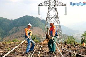 Dự án Đường dây 500kV Dốc Sỏi - Pleiku 2: Đẩy nhanh tiến độ
