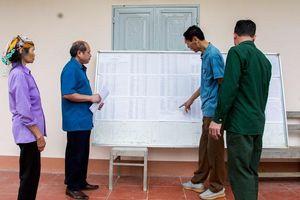 Tuyên truyền bầu cử ở xóm đặc biệt khó khăn