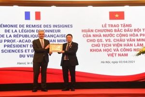 Người Việt Nam đầu tiên hoạt động trong lĩnh vực khoa học tự nhiên và công nghệ nhận Huân chương Bắc đẩu bội tinh