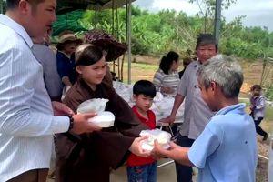 Trao 550 suất quà đến người dân tộc huyện Khánh Vĩnh