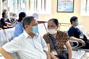 Chồng chiến thắng ung thư phổi, động viên vợ yên tâm điều trị cùng 'tốt nghiệp Bệnh viện K'