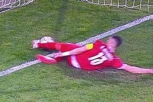 Bán đấu giá đôi giày trong trận Ronaldo mất bàn thắng