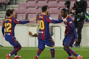 Messi lập kỷ lục, trọng tài bị nghi 'tiếp tay' Barcelona hạ Valladolid