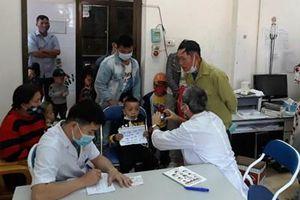 Khám sàng lọc miễn phí cho gần 400 trẻ em khuyết tật ở Điện Biên