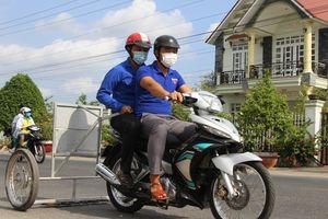 Phó Bí thư xã Đoàn chế xe hút đinh chỉ vài trăm nghìn, giúp người dân đi đường an toàn