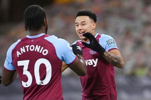 Lingard rực sáng, West Ham vượt Chelsea leo lên thứ 4