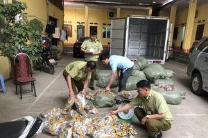 Hàng vạn gói chân gà nhập lậu đổ về Việt Nam