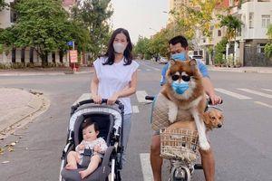 Đông Nhi bị fan nhắc nhở vì Winnie không đeo khẩu trang, kề sát thú cưng hàng xóm không đảm bảo an toàn