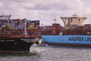 Tắc nghẽn cảng biển khắp châu Âu và Mỹ, cước vận tải tăng chóng mặt