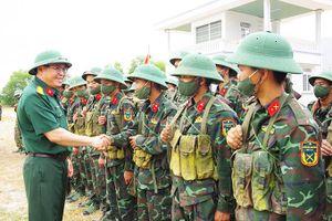 Kiểm tra công tác huấn luyện chiến sĩ mới