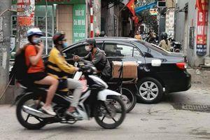 Dừng đỗ ô tô tùy tiện gây bức xúc