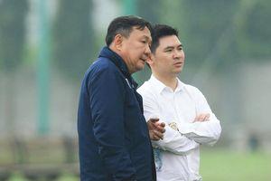 Chủ tịch Hà Nội FC nhắc nhở Văn Quyết, Việt Anh