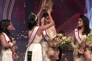 Hoa hậu và cựu Hoa hậu Quý bà Sri Lanka giằng nhau vương miện đến sứt đầu mẻ trán