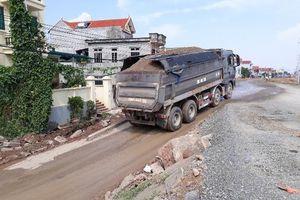 Điểm mặt một loạt tuyến đường có xe quá tải hoạt động rầm rộ, công khai