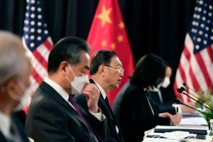 Phương Tây làm áp lực, Trung Quốc tăng 'ngoại giao chiến lang'