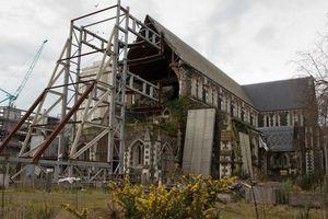 Biểu tượng tôn giáo bị đánh cắp khi nhà thờ được trùng tu