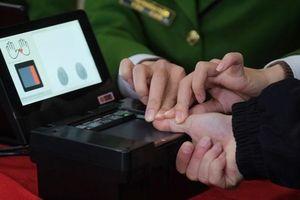 Người Hải Phòng nộp 100.000 đồng để làm căn cước gắn chip