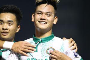 Thủ môn kiến tạo bàn thắng cho đội Bình Định ở phút bù giờ