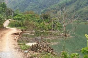 Đường giao thông thôn Kho Vàng nguy cơ chìm dưới sông Chảy