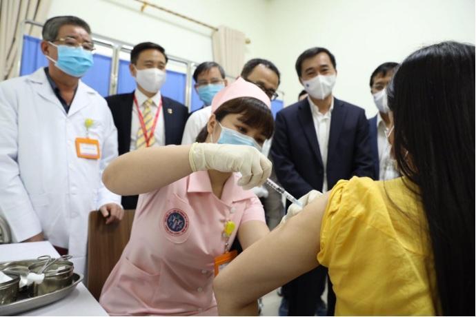 Sức khỏe những người tiêm thử nghiệm vaccine COVID-19 'made in Việt Nam' thế nào?