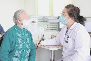 90 tuổi bất ngờ có kinh, cụ bà may mắn thoát bệnh hiểm