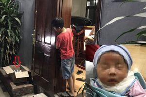 Phát hiện bé gái mới sinh đặt trong thùng giấy trước cửa nhà dân