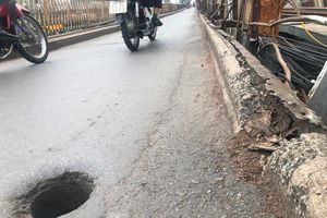 Mặt cầu Long Biên thủng lỗ chỗ được sửa chữa thế nào?