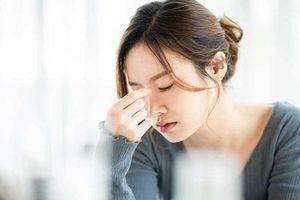 Bạn thường chóng mặt khi đột ngột đứng lên? Chuyện đáng lo không thể xem thường