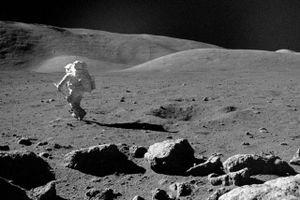 Mất bao lâu để đi bộ vòng quanh Mặt Trăng?