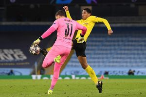 Man City 2-1 Dortmund: Trọng tài gây tranh cãi, VAR bất lực