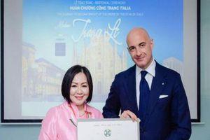 Bà chủ Vietnam's Next Top Model nhận Huân chương công trạng của Italy